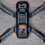 Drohnen-Plakette Yuneec Mantis G an der Drohne befestigt