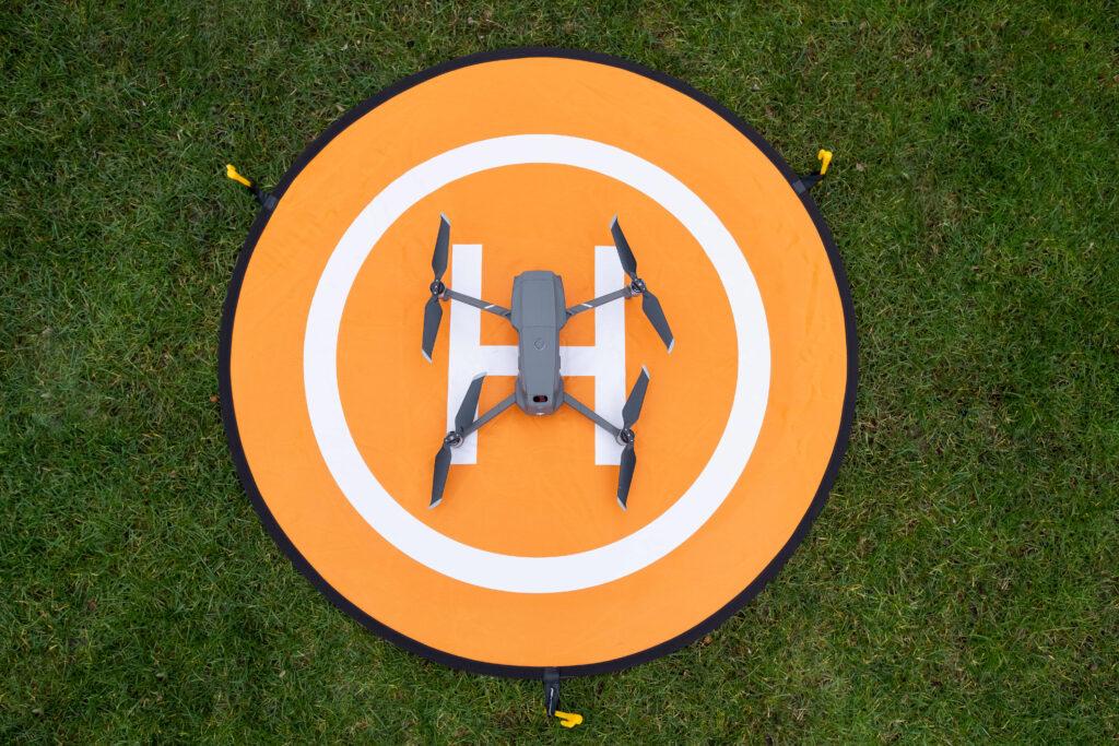 Größenvergleich: Landeplatz XL 110cm mit DJI Mavic Pro 2 Drohne
