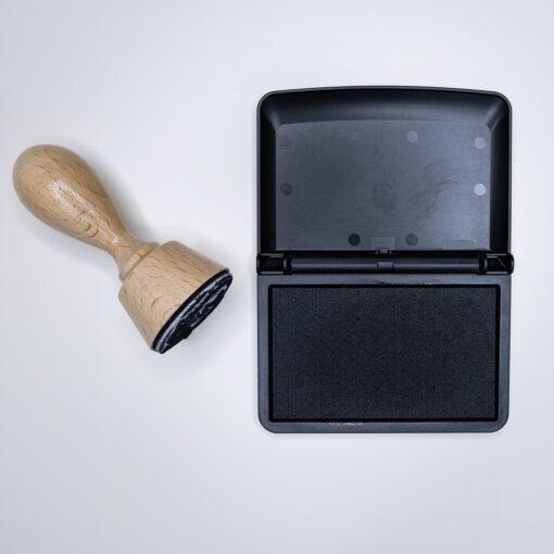 Stempelkissen schwarz mit Stempel